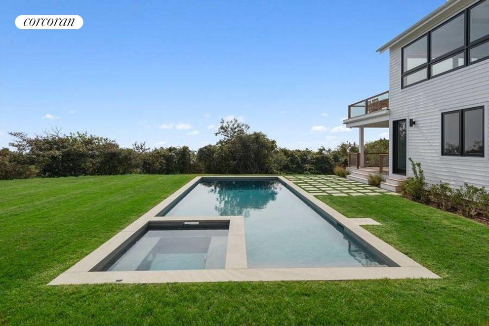 The Hamptons Real Estate | View 23 Fairview Road | room 24