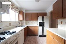 223 SCHOLES ST, Apt. 1, Williamsburg