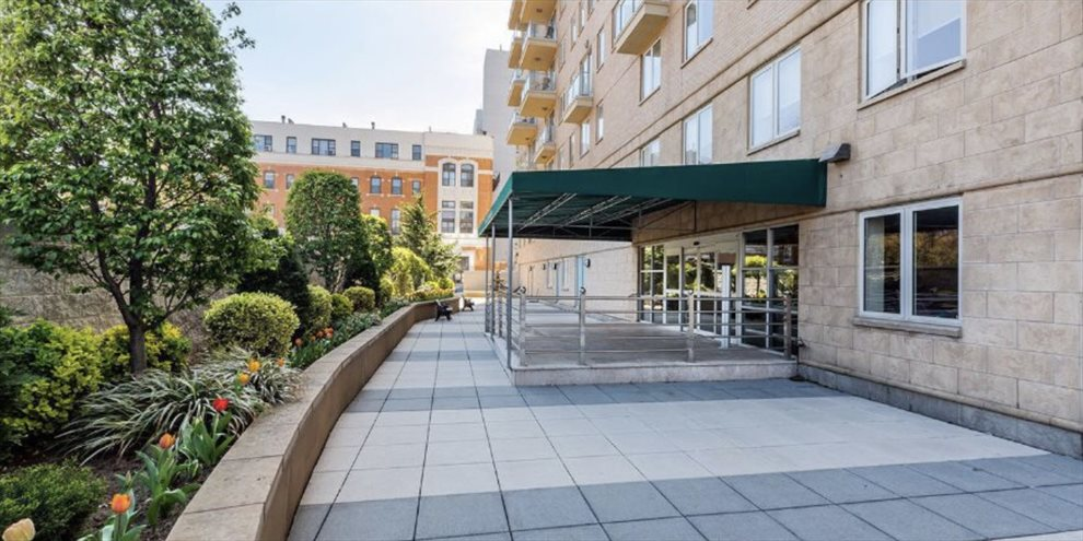Novo Condominium Apartment Building | View 343 4th Avenue | Beautifully landscaped courtyard