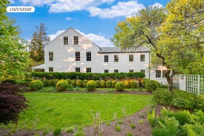 The Hamptons Real Estate | View 384 Main Street | 5 Beds, 4 Baths