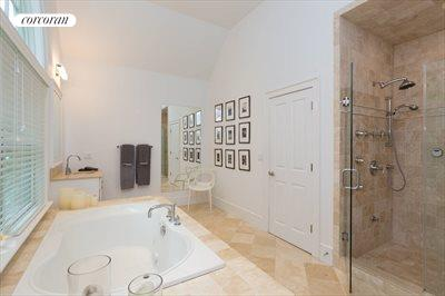 The Hamptons Real Estate | View 18 Noelles Lane | Master Bathroom