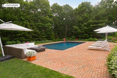 The Hamptons Real Estate | View 18 Noelles Lane | Back