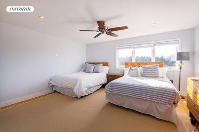 The Hamptons Real Estate | View 15 Sims Drive | room 12