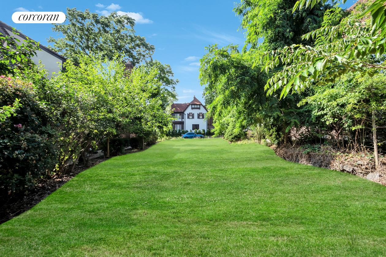 30 Rockrose Place Forest Hills Queens NY 11375