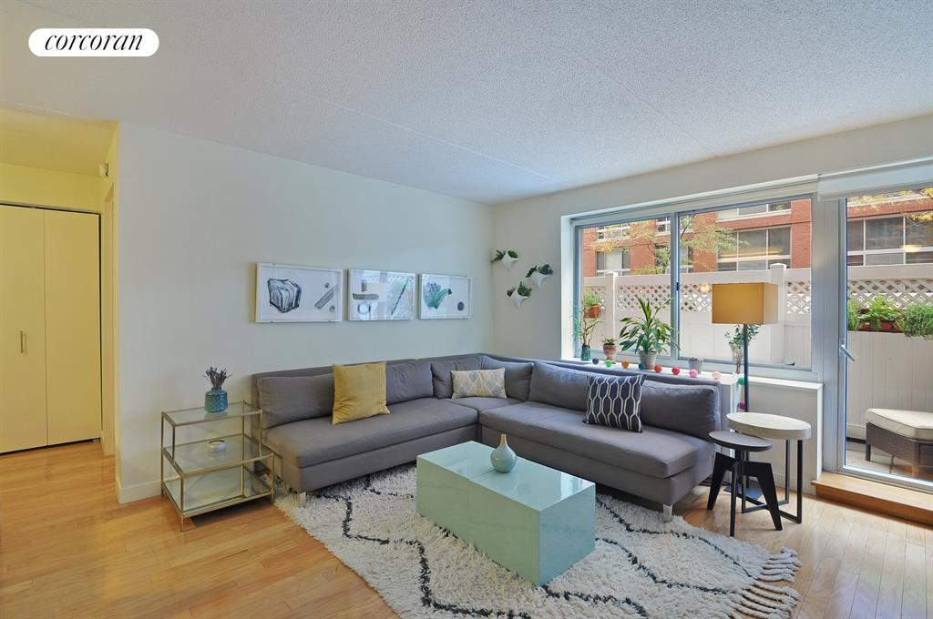 555 West 23rd Street, S3R, Living Room