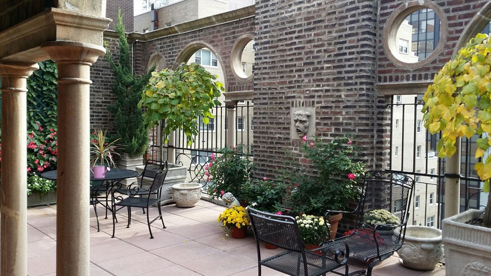 Beautifully Landscaped Rooftop Garden