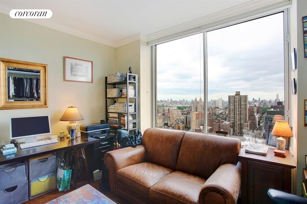 200 Riverside Blvd, 37E, Spacious and Sunny Living Room