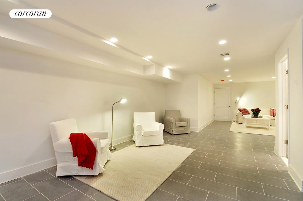 124-19 Rockaway Beach Blvd, 1A, Living Room
