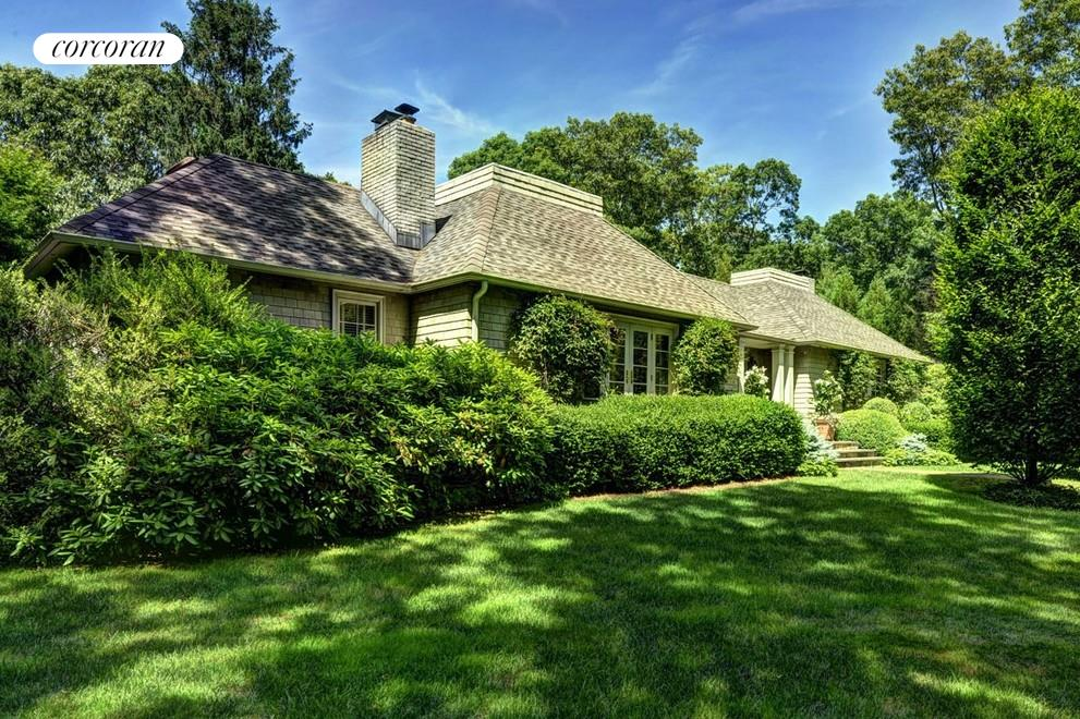 8 Shorewood Drive, Designer's own home on the outskirts of East Hampton Village