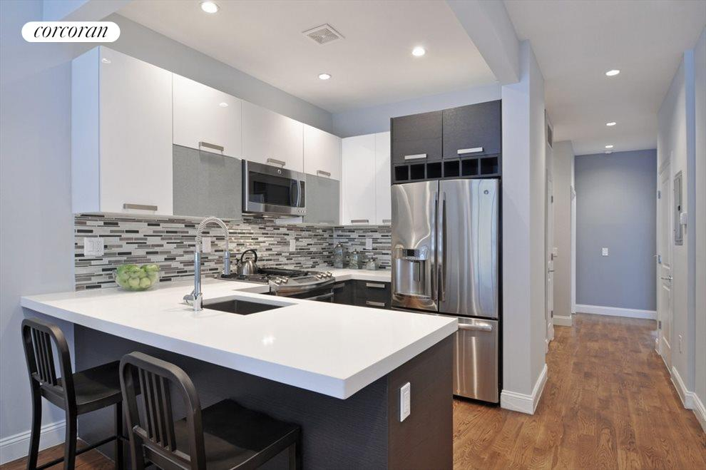 Mint condition w/Stainless Steel Appliances