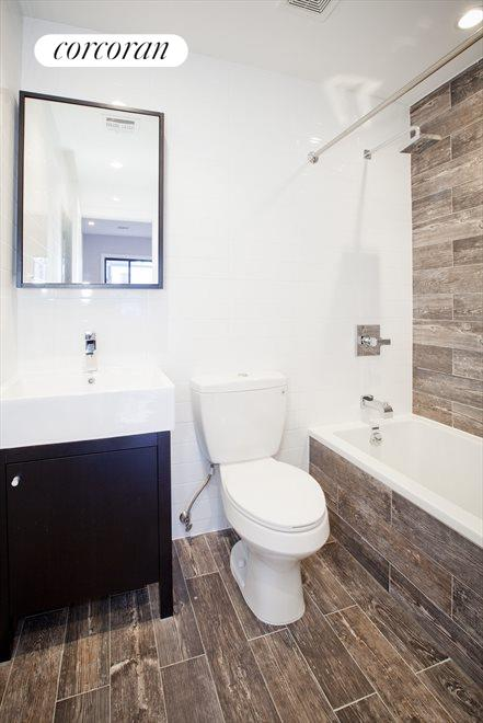 En suite master bathroom