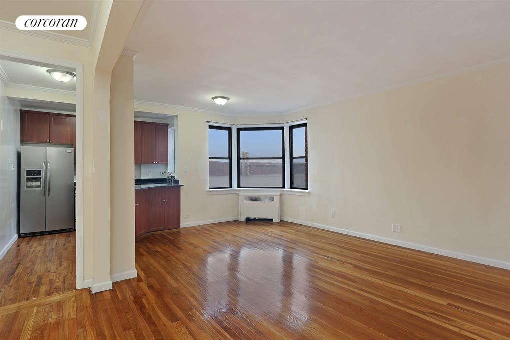 158-18 RIVERSIDE DRIVE WEST, 6L, Living Room