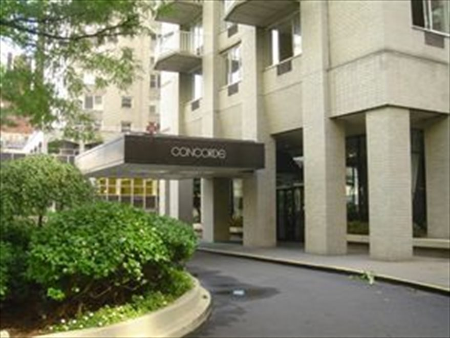 Concorde Apartment Building | View 220 East 65th Street | room 1