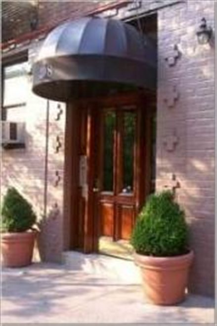 Well maintained co-op, prime Upper East Side