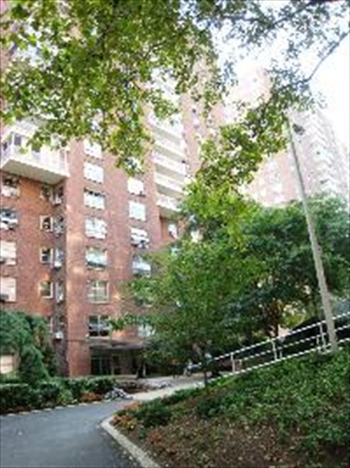 Morningside Gardens Apartment Building | View 70 LASALLE ST | room 1