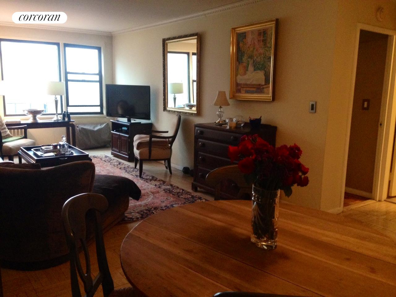 333 East 34th Street, 10B, Dining Room