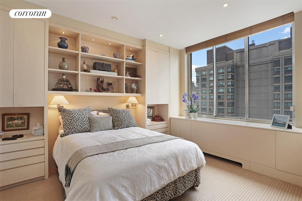 200 East 65th Street, 26N, Loft-Like Living / Dining with Central Park Views