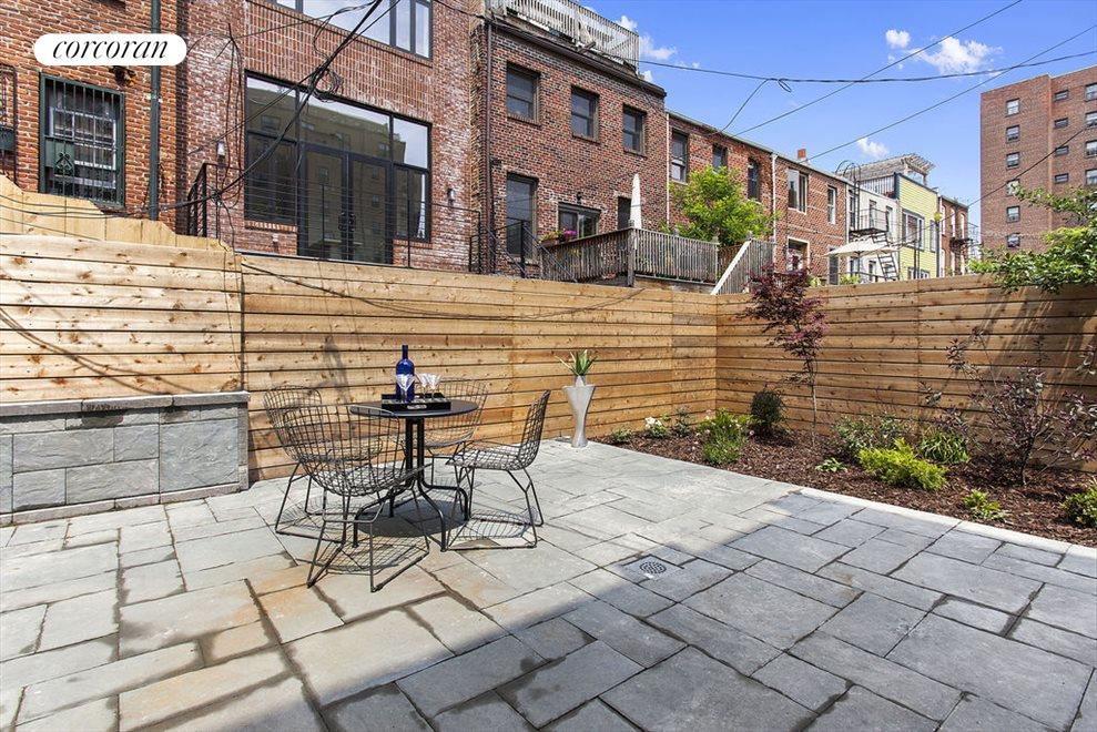 Backyard with Modern Horizontal Fence
