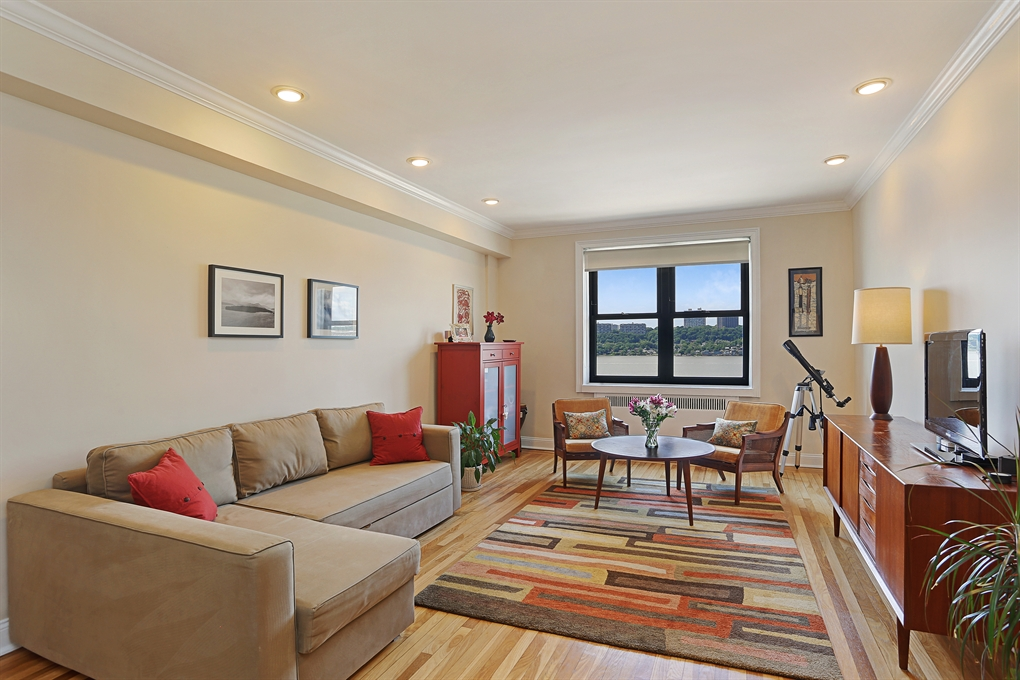159-34 RIVERSIDE DRIVE WEST, 5L, Living Room