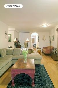 215 East 80th Street, 6H, Living Room