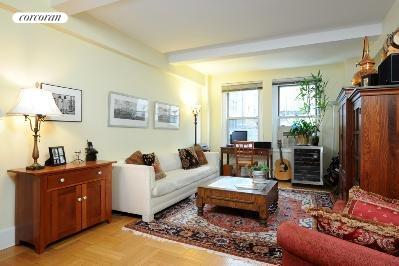 60 Gramercy Park North, 8K, Living Room