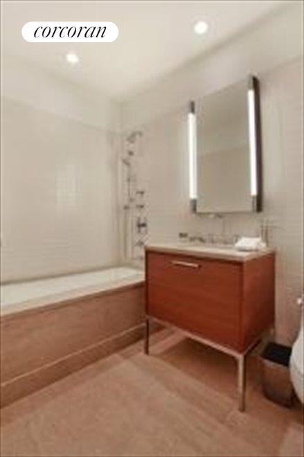 Secondary Bath w/Tub