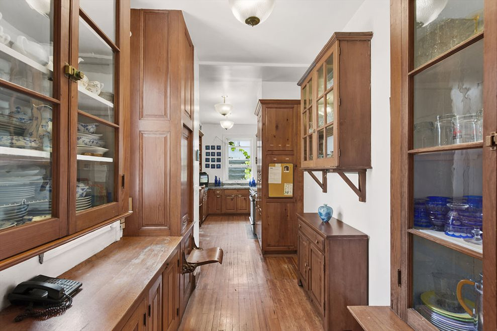 Kitchen w/ Original Jumpseat