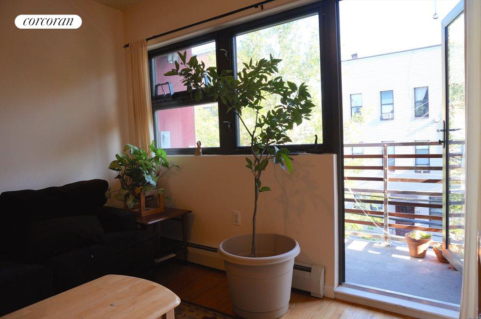 Large in-unit Balcony