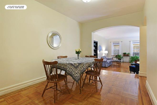 901 Avenue H, 1H, Spacious dining...