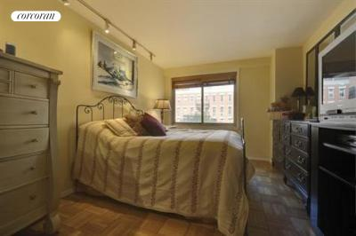 401 East 86th Street, 3H, Living Room