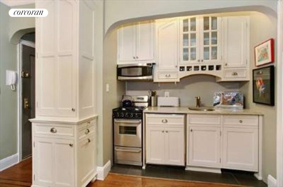 granite, custom cabinetry, dishwasher