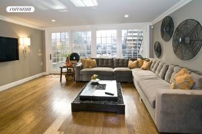 309 West 102nd Street, Living Room