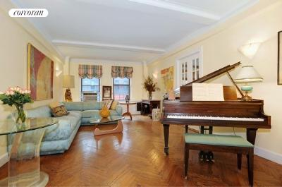 1435 Lexington Avenue, 2D, Living Room