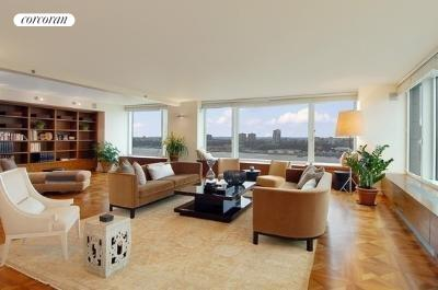 240 Riverside Blvd, 23AC, Living Room