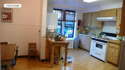 Kitchen w/dining Nook