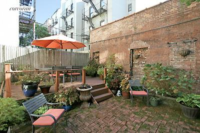 Private garden w/raised wooden deck