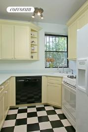 Renovated windowed kitchen w/pass-thru