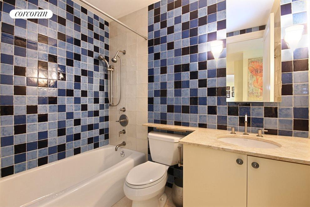 Beautifully Tiled 2nd Bathroom