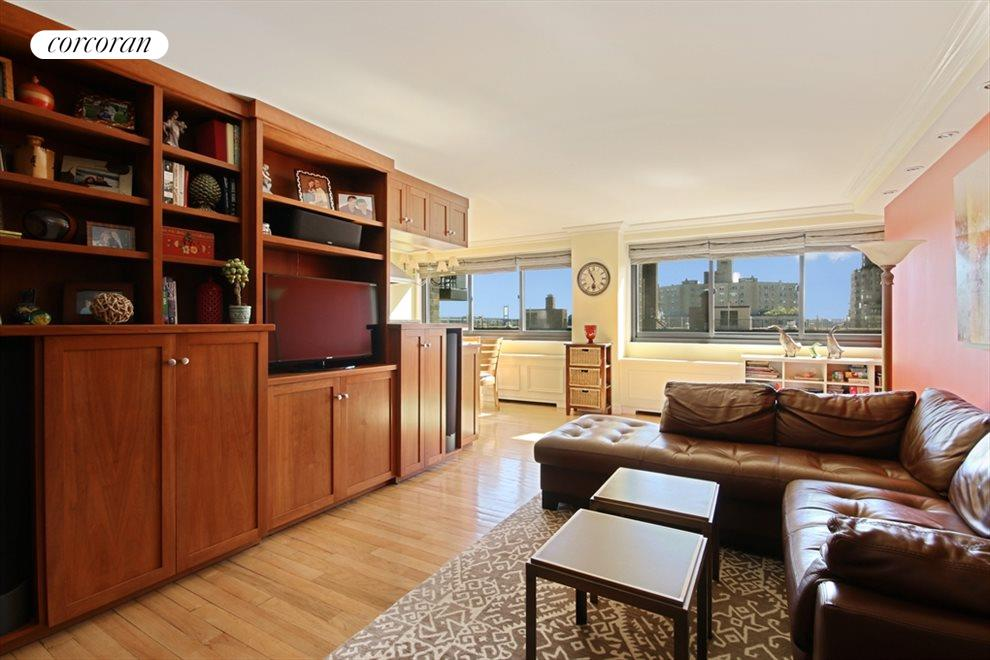 Sunny, Eastern Facing Spacious Living Room