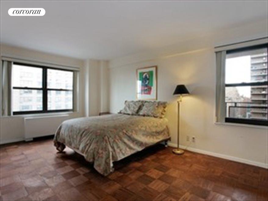 Corner Bedroom with en-suite Bathroom