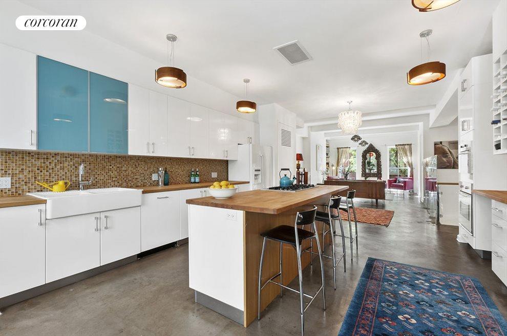 Open, Expansive 60' deep Parlor Floor