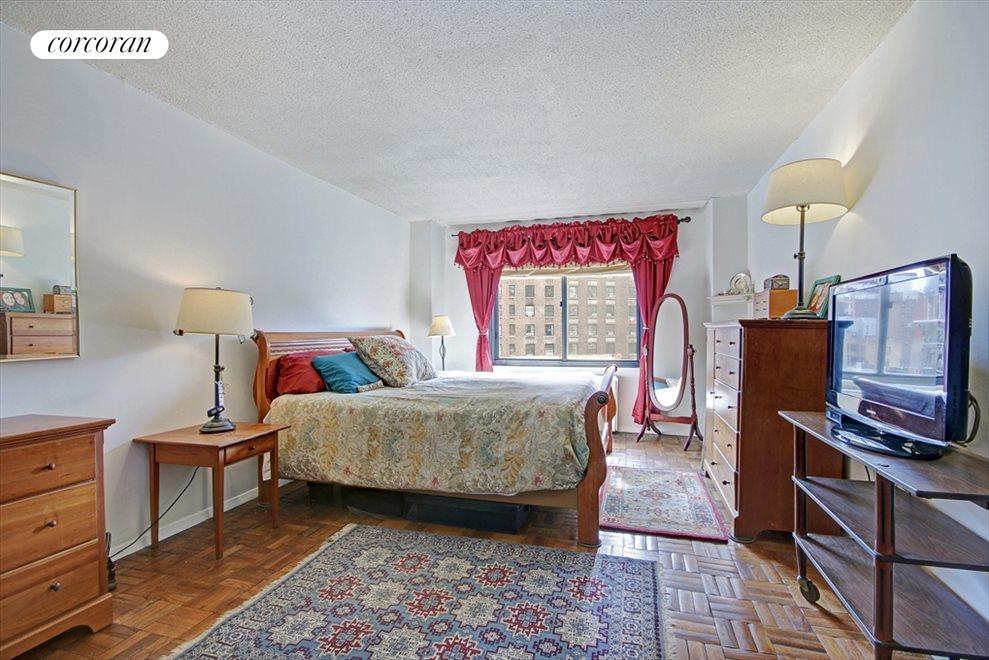 Sunny, Spacious Bedroom