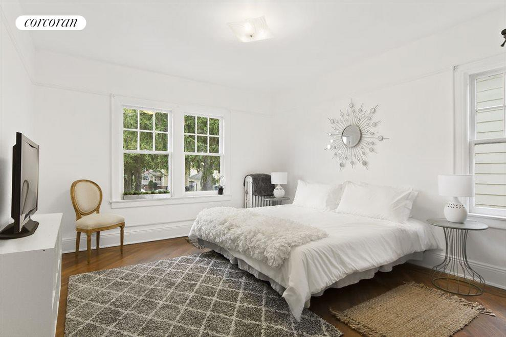 Spacious, bright bedrooms with two exposures