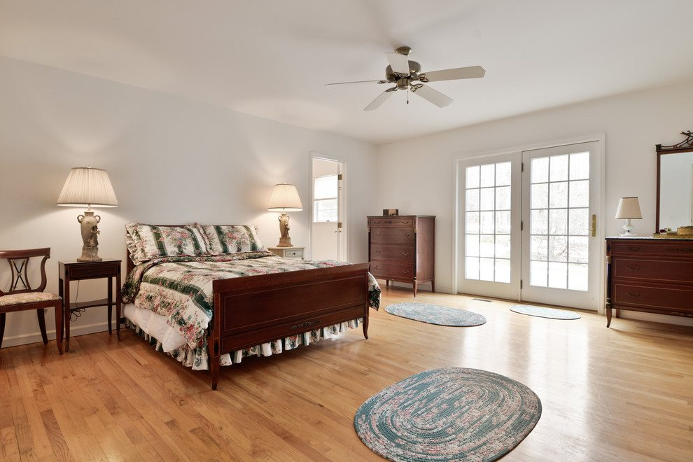 first floor master suite with walk in closet