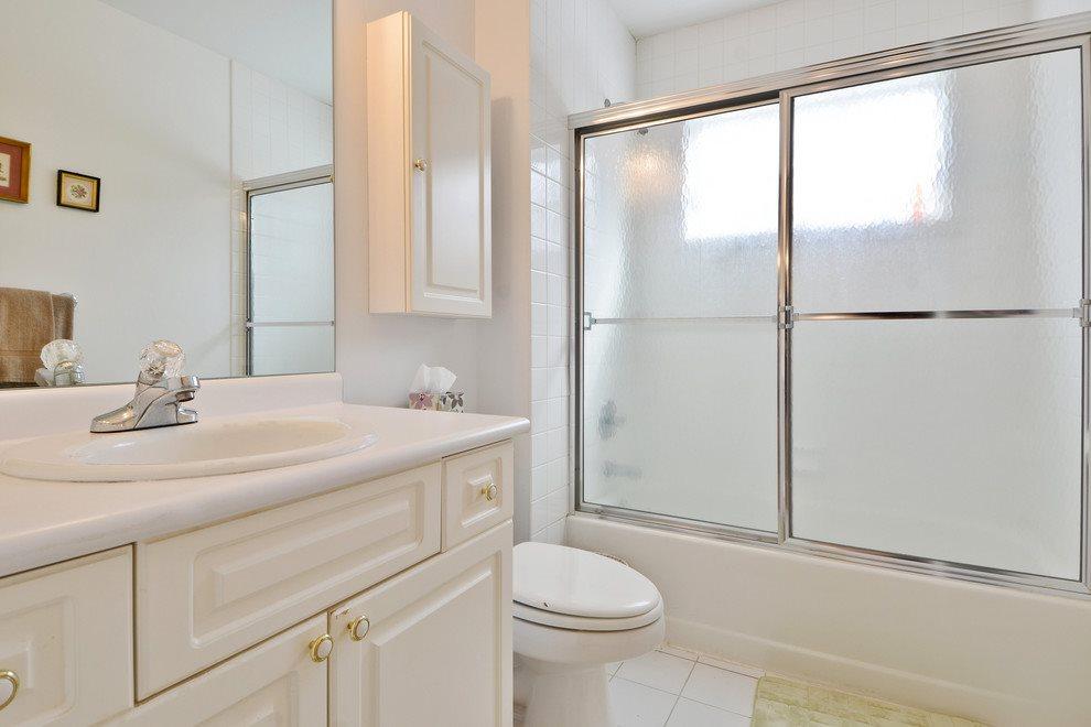 second floor guest bath
