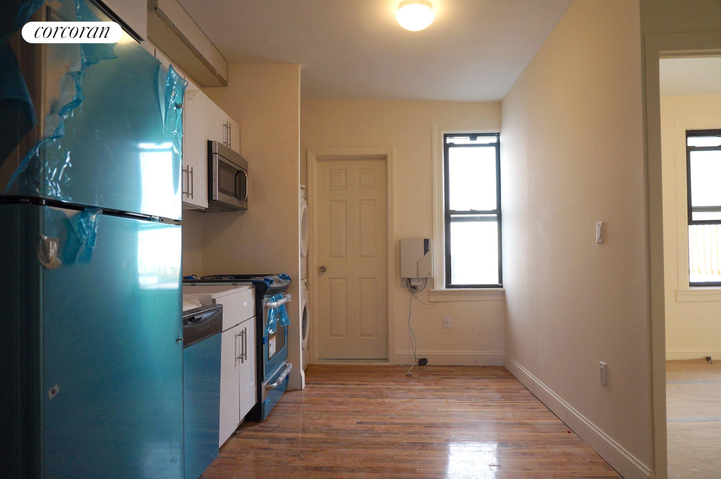 402 Graham Avenue, 2FLR, Eat in Kitchen