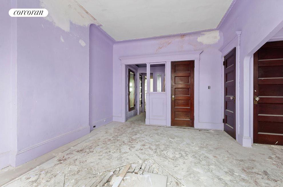 6UpstairsBedroom