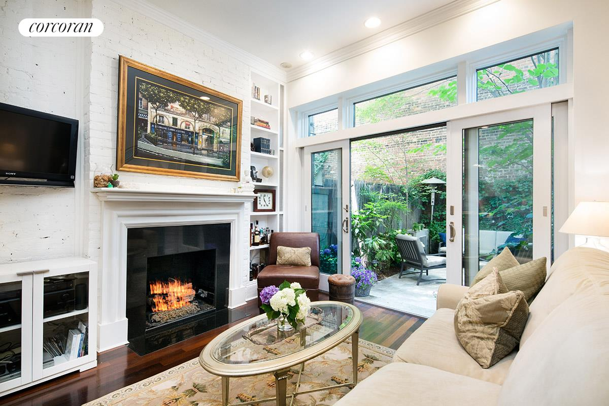 92 Horatio Street 1L Living Room With 10 Ceilings And Gas Fireplace