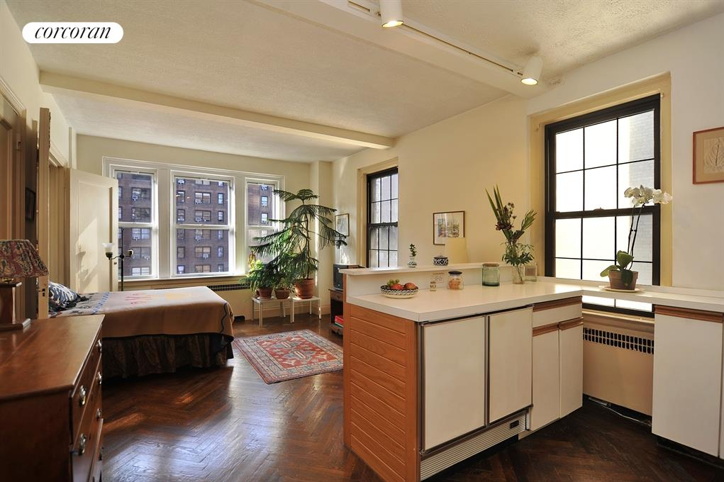 400 East 59th Street, 9H, Beamed Ceiling and Beautiful Herringbone Floors