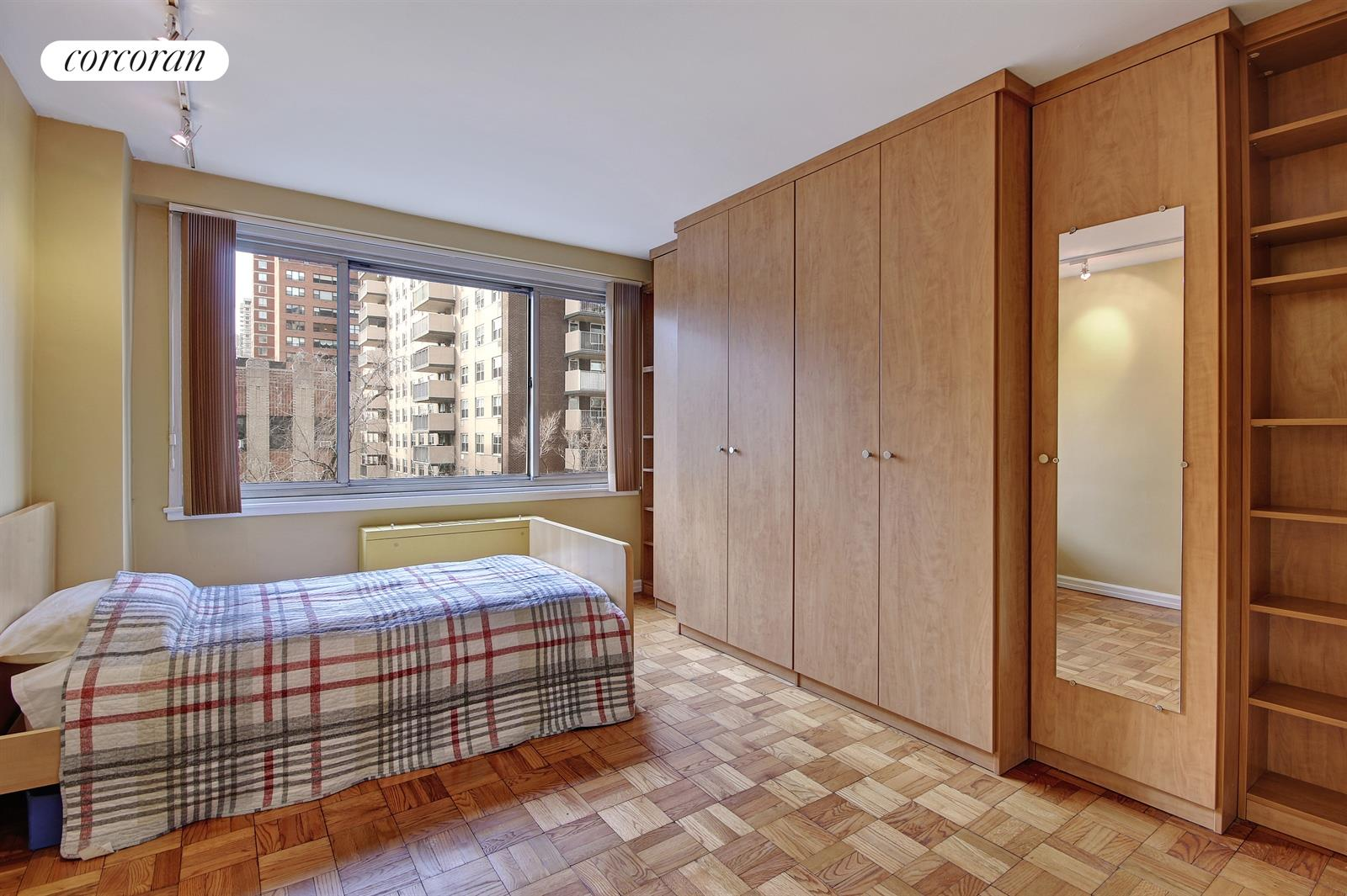 401 East 86th Street, 7C1, Sunny, Spacious Living Room